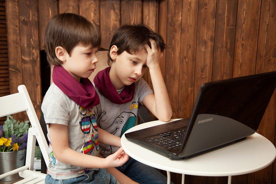 scoala online, copii laptop