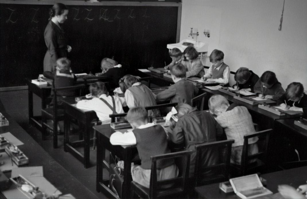 Dragă părinte, prima zi de școală a copilului tău este a lui, nu a ta!