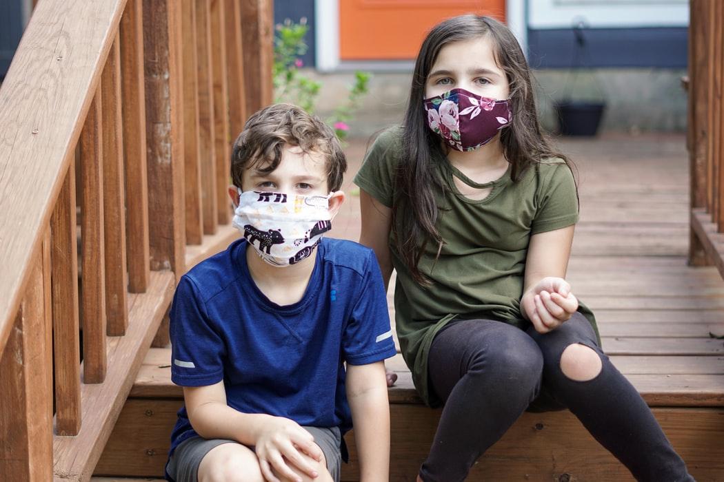 De ce se îmbolnăvește copilul la școală, deși poartă mască?